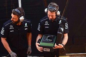 Mit rejtegetett a Mercedes egy jókora esernyővel?