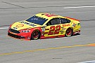 NASCAR Sprint Cup Joey Logano gana la etapa 2 en Richmond sobre Bowyer