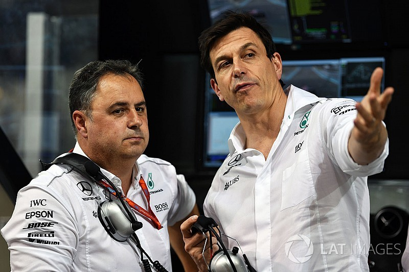 Вольф указал Red Bull на ошибку в выборе поставщика топлива