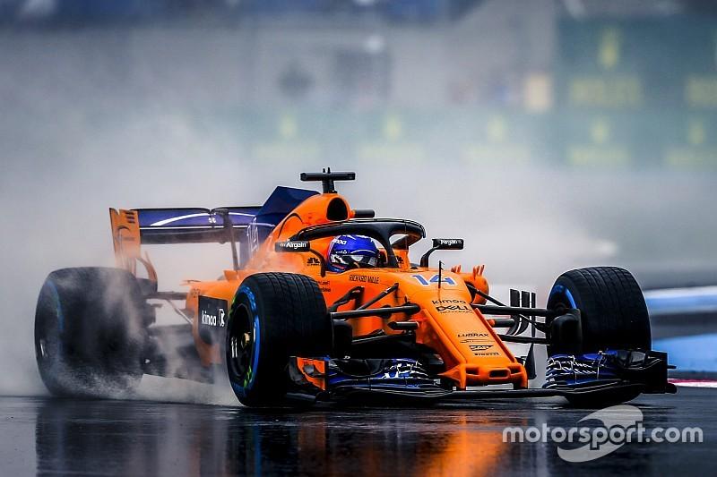 """Alonso """"gerileyen"""" McLaren'da elinden geleni yaptığını düşünüyor"""
