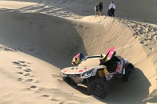 Peterhansel aumenta liderança nos carros; Loeb abandona