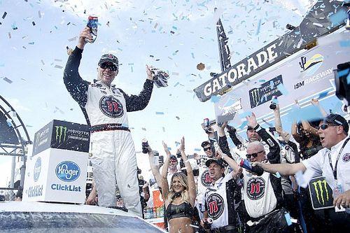 Харвик выиграл третью гонку подряд со старта сезона