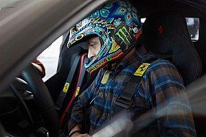 Valentino Rossi uji coba Ferrari 488 Pista