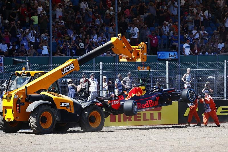 """Verstappen over crash: """"Wilde iets teveel op de harde band"""""""