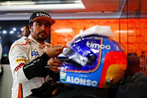 Alonso egy remek időmérővel, és hatalmas borulással debütált a szimulátoros világban