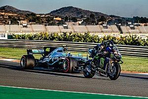 Онборд: Хэмилтон ездит на байке Yamaha, а Росси пилотирует Mercedes