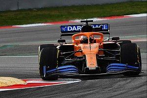 Photos - La McLaren MCL35 sur le circuit de Barcelone