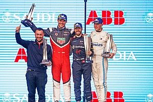 """Vandoorne en De Vries na debuut Mercedes: """"Geweldig resultaat"""""""