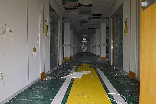 Пустота и разруха: как сейчас выглядит заброшенная база Caterham