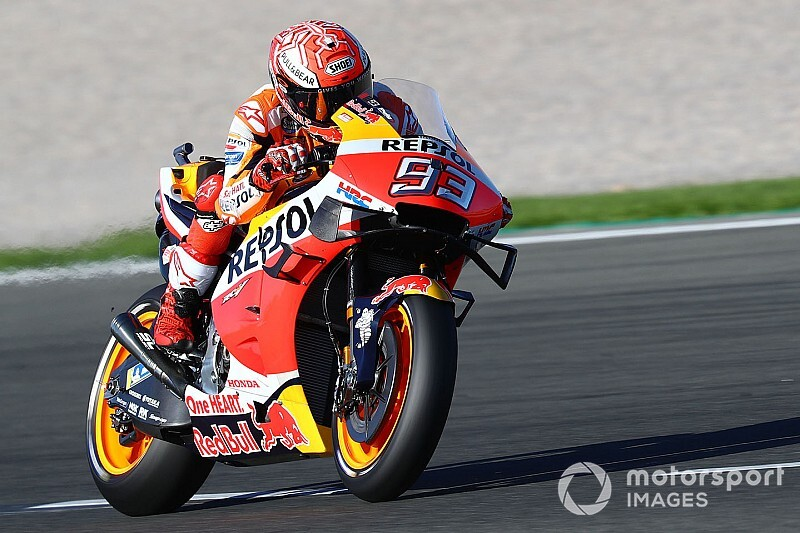 Valencia MotoGP: Isınma turlarında kaza yapan Marquez lider