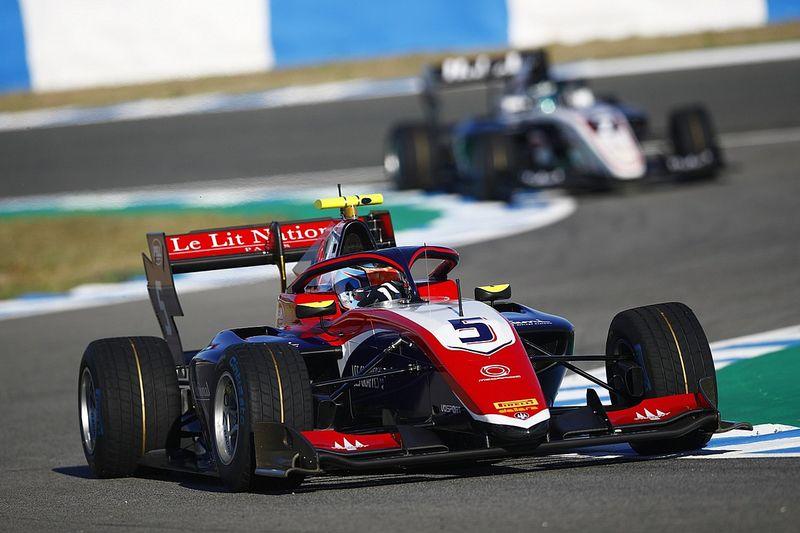 Novalak lidera el segundo día de los test de F3 en Jerez