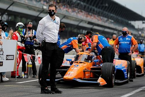 Indy 500: Dixon leads qualifying, Power is in trouble