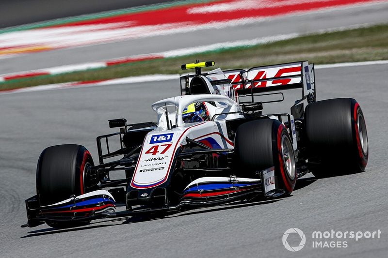 Schumacher legyőzte Latifit, közel 7 tizedet adott Mazepinnek