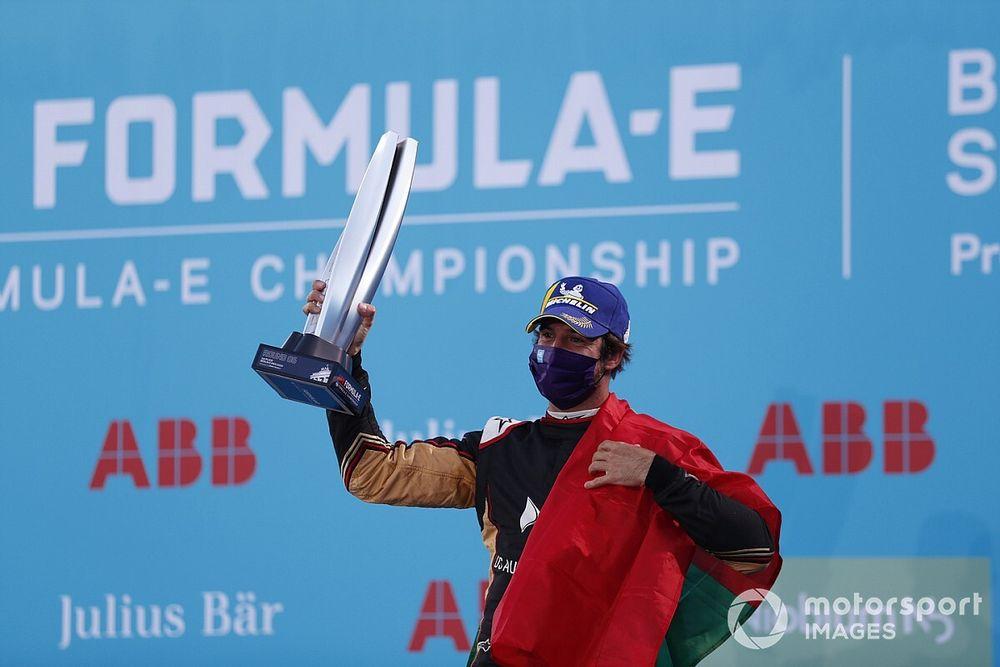 Berlin E-Prix: Da Costa dominates frantic race on FE return