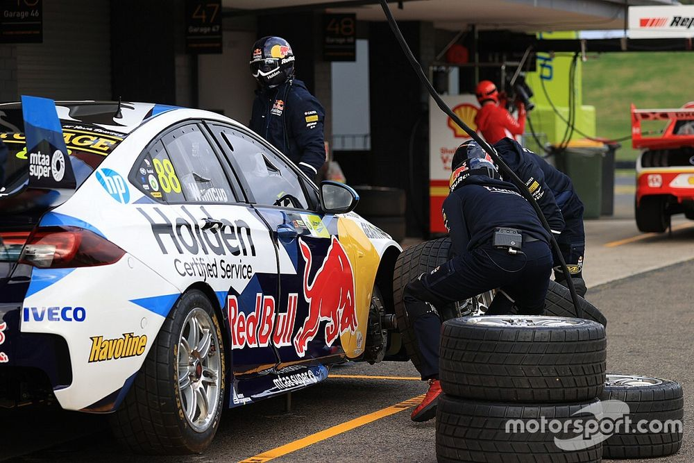 Sydney Supercars: Whincup fastest in second practice