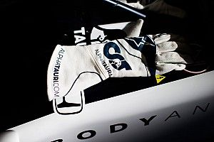 DAZN×アルファタウリF1コラボ「年間視聴パス」特典プレゼント、その第一弾は角田のレーシンググローブに決定