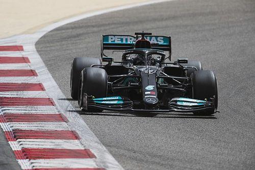 Így ásta el Hamilton a Mercedest a bahreini sivatagban! – videó