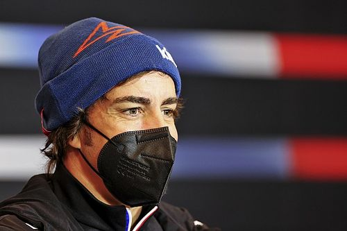 Alonso: Nekem többet kell fejlődnöm, mint az autónak!