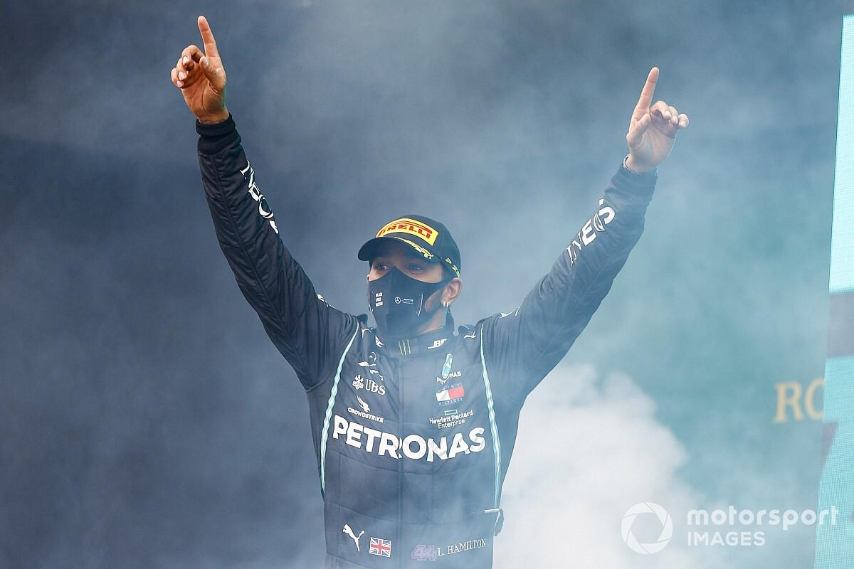 Resultado de imagen para hamilton seguirá fiel a Mercedes para la nueva temporada de F1