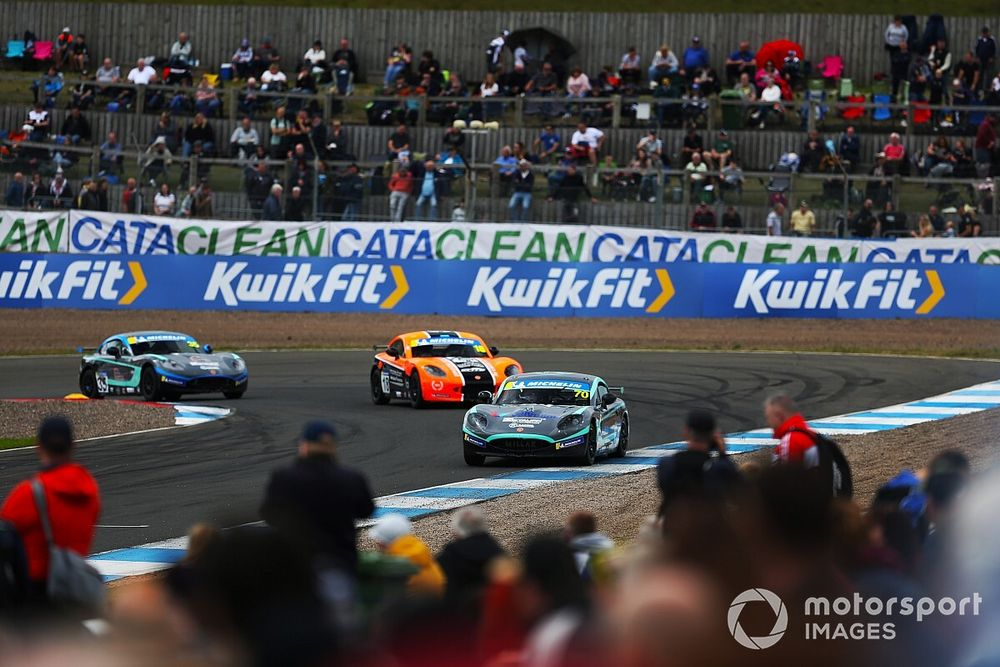 Knockhill welcomes fans back for TOCA as Simmons bags GB3 double at Silverstone