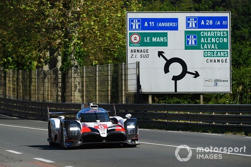 Buemi mantiene al Toyota #8 arriba en Le Mans