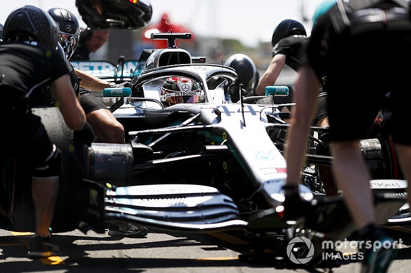 "Mercedes unreliability being ""saved"" by mechanics - Wolff"