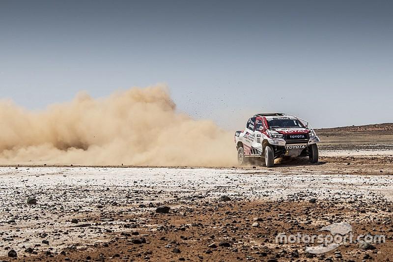 Todas las fotos de Alonso con el Toyota del Dakar