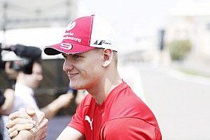 Test F1 Bahrain, Giorno 2: Mick Schumacher passa sull'Alfa Romeo. Vettel sulla Ferrari