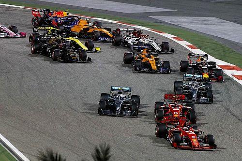 Videón, ahogy Vettel megpördül, majd leszakad a szárnya Bahreinben