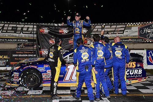 Derek Kraus gets lead and stays out front to win K&N opener