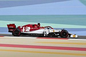 Fotogallery: lo svizzero Romain Grosjean e l'Alfa Romeo Racing nei test in Bahrein