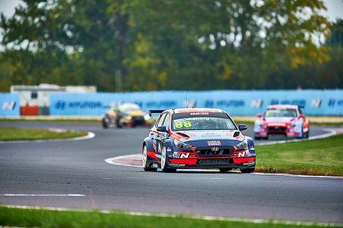 WTCR: Catsburg trionfa in Gara 3, Vernay secondo con l'Alfa Romeo