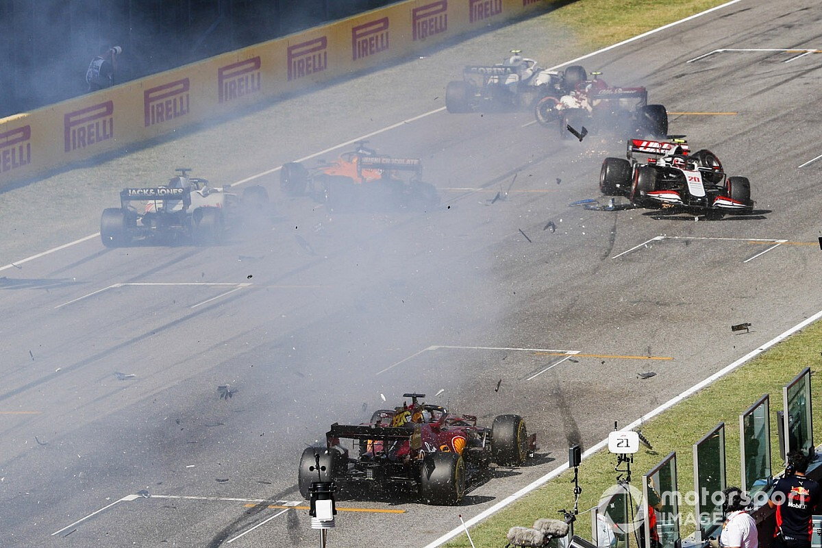 "Sainz: ""Ho rivisto immagini tremende in quel crash"""