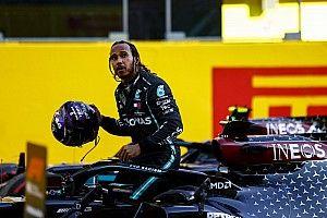 """Hamilton vainqueur mais épuisé après """"3 courses en 1 jour"""""""