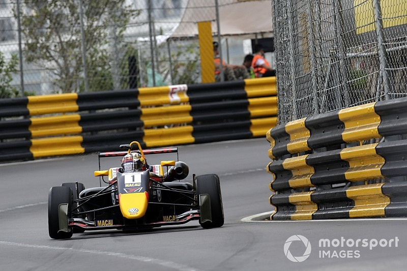 Macau GP: Ticktum grabs pole despite chaos