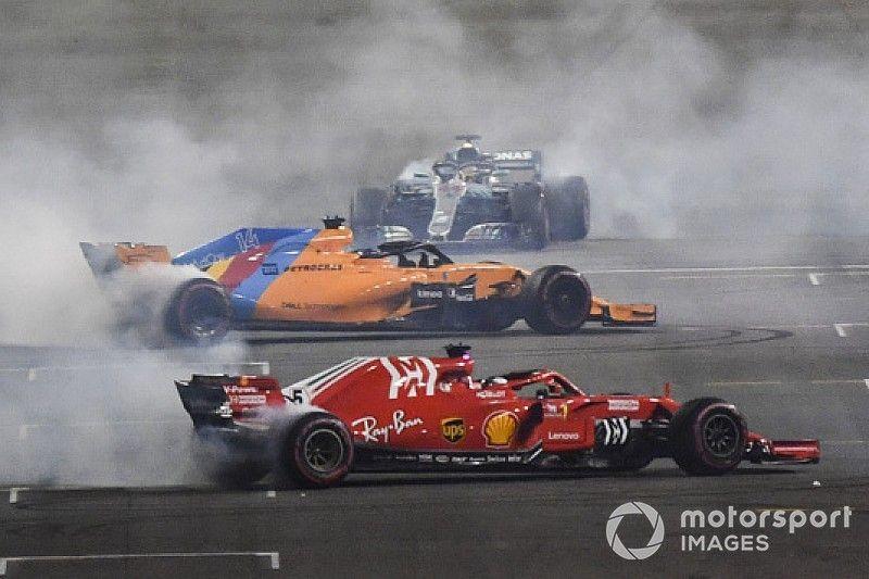"""レース後""""ド派手""""なドーナツの競演。参加が許されなかったグロージャン"""