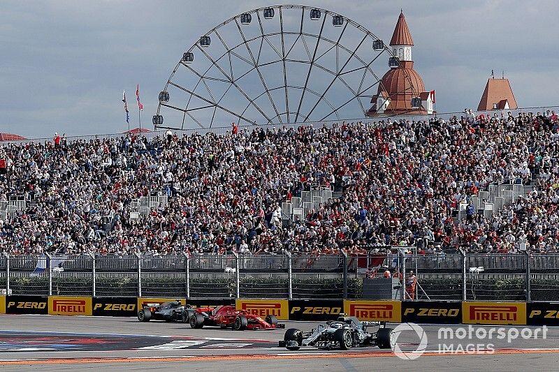 """Bin nicht böse"": Hamilton verzeiht Vettel riskantes Verteidigungsmanöver"