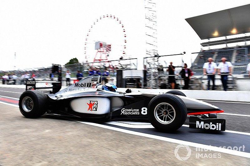 هاكينن يقود سيارته مكلارين الفائزة ببطولة العالم على حلبة سوزوكا
