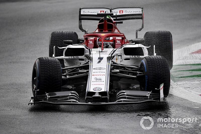 """Raikkonen klaagt over huidige F1-regenbanden: """"Lijkt belachelijk"""""""