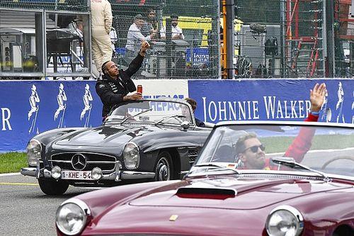Del escarabajo al tiburón: los coches que llevaron a los pilotos en Spa