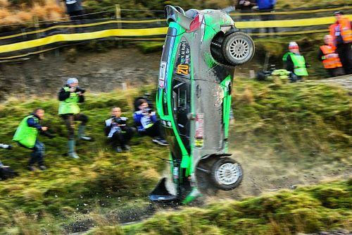 WRC: ugratás után tetőre tették a Ford Fiestát