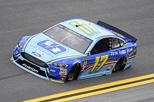 Ricky Stenhouse Jr. takes Stage 1 win at Daytona