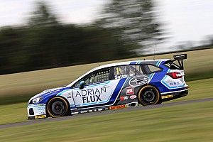 Croft BTCC: Sutton converts pole to first 2018 win