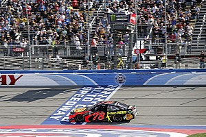 NASCAR Cup Gara Ecco il ruggito del campione: a Fontana vince Martin Truex Jr