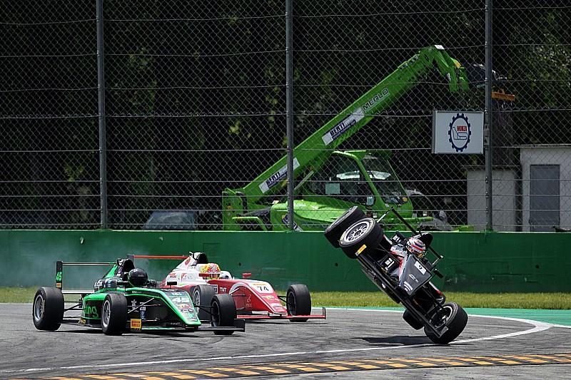 A versenyzővel együtt borították fel az autót mentés közben