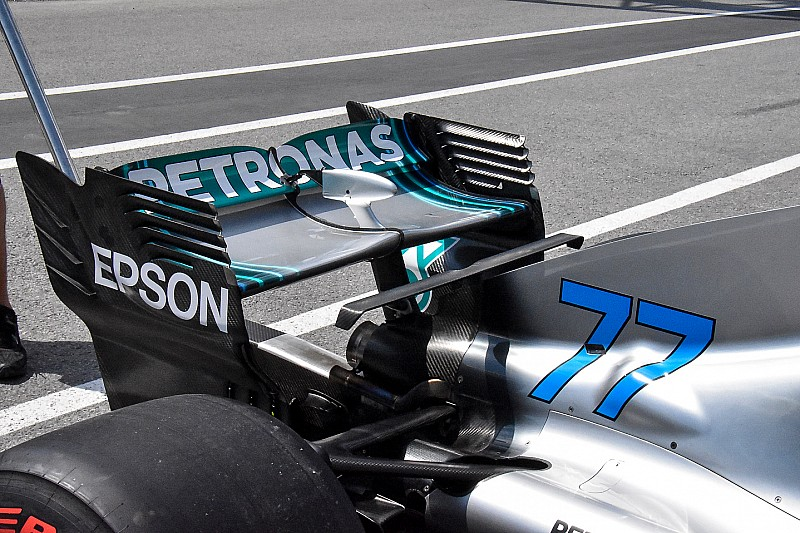 Mercedes: c'è la T-wing e l'ala posteriore da medio carico sulla W09 di Montreal
