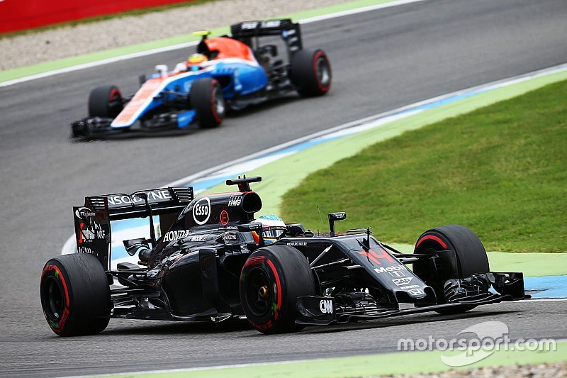 Alonso frustrated by selective radio messages