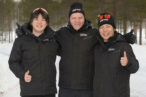 Mäkinen accompagna al debutto in Estonia i giapponesi Katsuta e Arai