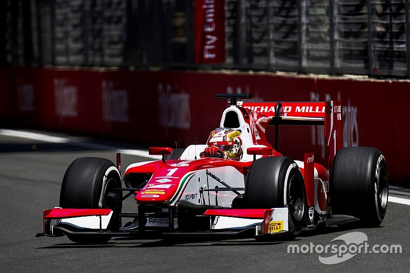 Леклер выиграл гонку Ф2 в Баку, которая закончилась пробкой на трассе