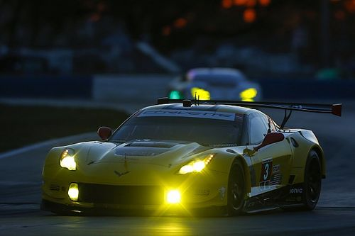 Sebring 12h: Hr 11 – Corvette, Porsche take fight to Fords